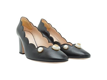 black-gucci-scallop-leather-pumps