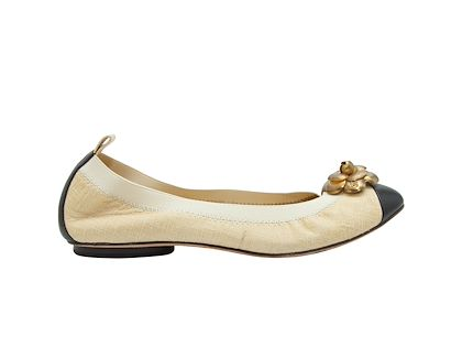 cream-black-chanel-tweed-ballet-flats