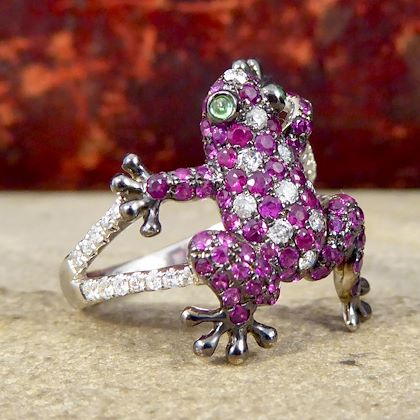 contemporary-frog-ring-in-18-carat-gold-with-rubies-diamonds-and-gem-set-eyes