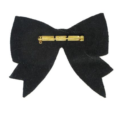 chanel-cc-logos-imitation-pearl-ribbon-bow-brooch-white
