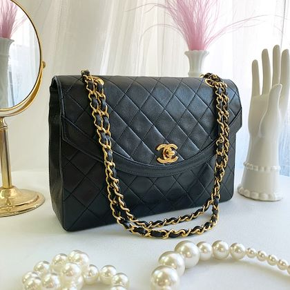 chanel-round-flap-turn-lock-chain-bag-black-5
