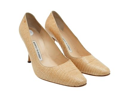 tan-manolo-blahnik-alligator-pumps