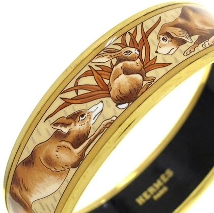 vintage-hermes-cloisonne-enamel-golden-thick-bangle-bracelet-with-fox-and-dog-hunting-a-rabbit