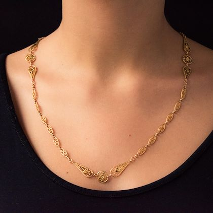 french-20th-century-belle-époque-yellow-gold-filigree-antique-necklace