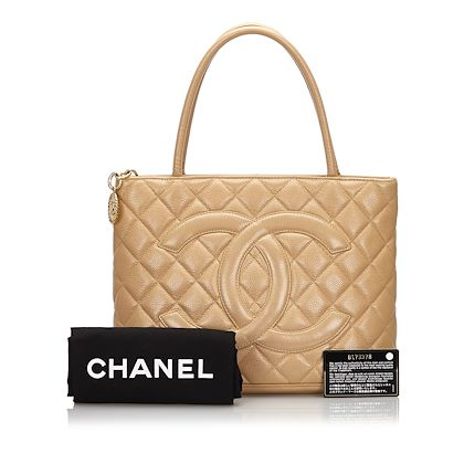 chanel-caviar-medallion-tote-bag-2