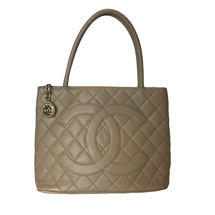 chanel-medallion-with-gold-colored-hardware-3